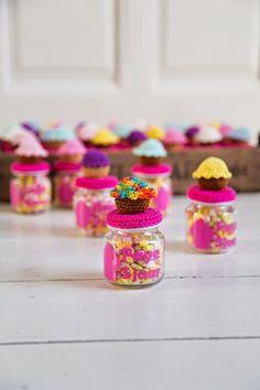 Coco Belle by Maken met Naat Crochet Box, Love Crochet, Crochet Gifts, Crochet Jar Covers, Mug Cozy, Glass Jars, Bunt, Crochet Projects, Pots