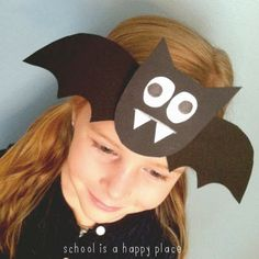 School Is a Happy Place: Going Batty: A Mentor Science Text and Two Free Bat Activities : School Is a Happy Place: Going Batty: A Mentor Science Text and Two Free Bat Activities Theme Halloween, Halloween Crafts For Kids, Halloween Activities, Fall Halloween, Homemade Halloween, Halloween Infantil, Headband Crafts, October Crafts, Manualidades Halloween