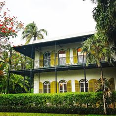 If you've ever read Hemingway, you know he detested the Northeast. The disgruntled writer much prefe. Hemingway House, Ernest Hemingway, Stuff To Do, Things To Do, Florida Keys, Key West, Home And Garden, Mansions, House Styles