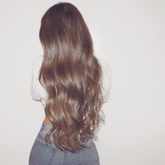 Long Wavy Ash-Brown Balayage - 20 Light Brown Hair Color Ideas for Your New Look - The Trending Hairstyle Light Brown Hair, Dark Hair, Brown Wavy Hair, Long Textured Hair, Big Wavy Hair, Long Brunette Hair, Brunette Color, Pretty Hairstyles, Wig Hairstyles