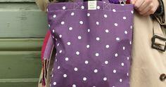 Tyrnävä ostoskassi - kuvallinen ompeluohje. Ostoskassi lyhyillä kantohihnoilla. Sopii lyhyenlännille. Polka Dot Top, Tops, Women, Fashion, Moda, Women's, La Mode, Shell Tops, Fasion