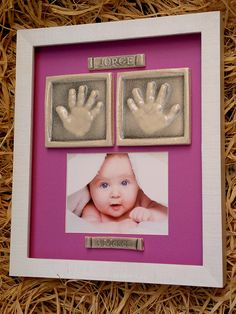 huellas cerámicas de manos bebé con foto y enmarcadas.
