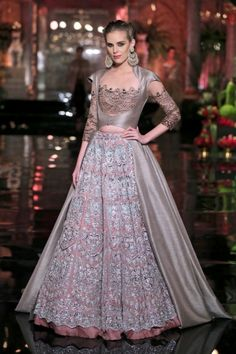 Best of Manish Malhotra Show at Indian Couture Week 2016 – Vogure