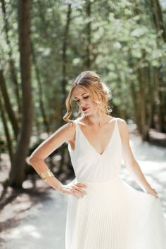 How To REALLY Choose The Best Wedding Dress For Your Body Type. Gowns by @JanitaTGowns - For dress details + more advice click: http://www.confettidaydreams.com/best-wedding-dress-for-your-body-type/