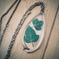 FOXY IVY Necklace - one of a kind, fox rib bones, ivy, pendants, ice resin - door thenumberthirteen op Etsy https://www.etsy.com/nl/listing/248705538/foxy-ivy-necklace-one-of-a-kind-fox-rib
