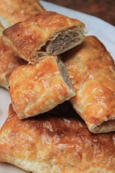 Dutch Recipes, Spicy Recipes, Cooking Recipes, Savory Pastry, Good Food, Yummy Food, Lunch Snacks, Diy Food, Tapas