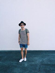 Vans Sneakers, Levi's® Shorts, H&M T Shirt, Ray Ban Sunglasses, Topman Hat