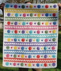 Yo-yo and rick rack baby quilt craft-ideas