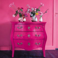 Like the Hot pink dresser. Don't love the pink wall though Commode Rose, Pink Cabinets, Murs Roses, Pink Dresser, Small Dresser, Dresser Table, Console Table, Tout Rose, Furniture Redo