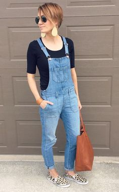 How To Wear Overalls Spring Jeans Ideas For 2019 Denim Overalls Outfit, Denim Dungarees, Overalls Women, Mom Outfits, Spring Outfits, Casual Outfits, Jean Overall Outfits, Estilo Jeans, Facon