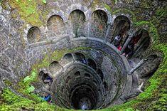 Quinta de Regaleira, Sintra, Portugal Quinta de Regaleira es un estado ubicado cerca del centro histórico de Sintra, clasificado como Patrimonio de la Humanidad por UNESCO. Gruta do Labirinto: 27 metros de profundidad refleja una torre invertida.