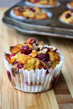 Cranberry, Orange & pecans muffins are the perfect combination of tart cranberry and sweet orange flavour. These muffins are SCD, paleo & grain/dairy free Low Carb Breakfast, Breakfast Recipes, Paleo Muffin Recipes, Free Recipes, Keto Recipes, Healthy Recipes, Cranberry Orange Muffins, Brunch, Cupcakes
