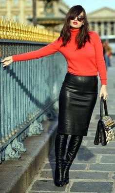 2020 Leather Skirt Combinations Black Leather Pencil Skirt Pomegranate Blossom Turtleneck Sweater Black - Kombin - Welcome combin Long Leather Skirt, Black Leather Pencil Skirt, Leather Dresses, Leather Skirt Outfits, Black Suede, Fashion Moda, Look Fashion, Girl Fashion, Fashion Outfits