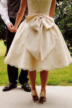 Great vintage style wedding gown!