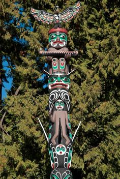 History Stands Tall Thanks to the Stanley Park Totem Poles - Vivaboo