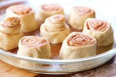 Easy Cinnamon Rolls — This is the BEST cinnamon roll recipe. So easy because they're made with crescent rolls! Plus this homemade cinnamon roll icing is to die for! Best Cinnamon Roll Recipe, Cinnamon Roll Icing, Best Cinnamon Rolls, Snack Recipes, Cooking Recipes, Snacks, Rolls Recipe, Breakfast Casserole, Yummy Treats