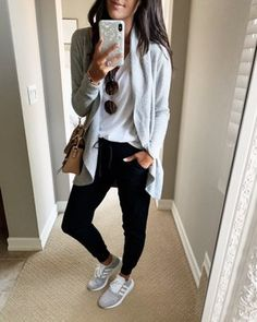 Cool Newest Barefoot Dreams Cardigan Ideas That You Need To Try Black Joggers Outfit, Jogger Pants Outfit, Black Jogger Pants, Black Leggings, Women Joggers Outfit, Cardigan Outfits, Casual Outfits, Fashion Outfits, Sporty Fashion