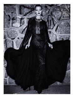 Karlie Kloss in Acquastudio photographed by Henrique Gendre for Vogue Brazil, July 2014.