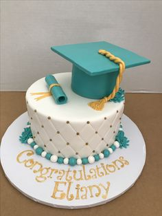 Yoghurt cake with Companion - HQ Recipes Graduation Cake Designs, College Graduation Cakes, Graduation Party Planning, Graduation Cookies, Graduation Decorations, Graduation Party Decor, Grad Parties, Girl Cakes, Party Cakes
