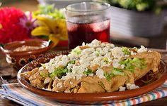 Flautas de pollo con salsa de cacahuate