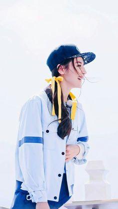 迪丽热巴 Ulzzang Fashion, Korean Fashion, Angelina Danilova, Angelababy, Girl Fashion, Fashion Outfits, Asian Celebrities, Chinese Actress, Running Man