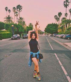 Coachella dia 2: hoje tem.... GRIMES!!!! Enquanto tá todo mundo louco pra ver Guns,  eu tô é ansiosa pra assistir minha diva @actuallygrimes ✨❤️ Quem aí lembra o tanto que eu já e falei dela no Acesso Mtv e no meu blog??? ✨✨ AMO!!!!!!! ((( look no Snapchat MariMoonOficial))  #MariMoonNoCoachella #LiveInLevisBR #liveinlevis