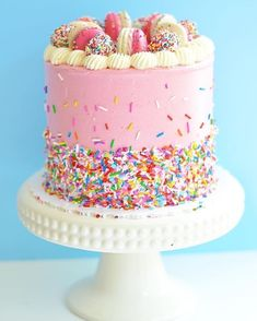47 New Ideas For Birthday Cake Sprinkles Candles Macaroon Cake, Bolo Cake, Peanut Butter Desserts, Happy Birthday Cakes, Cake Birthday, Drip Cakes, Pretty Cakes, Cupcake Cakes, Cupcakes