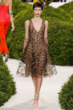 See the complete Christian Dior Spring 2013 Couture collection.