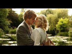 Gil (Owen Wilson) and his fiancée, Inez (Rachel McAdams), may not work out, but how dreamy is this kiss? Midnight Paris, Paris Movie, Movie Kisses, Jennifer Grey, Owen Wilson, Love Film, Streaming Movies, Good Movies, Movies Online