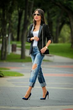 Denims are always stylish fashion piece that is ideal choice for every casual outfit. You can select from skinny denims, ripped denims & fella denims. They are all popular this season. On the following images they present you twenty stylish & classy outfit ideas with denims that are ideal choice for the following season. Related …