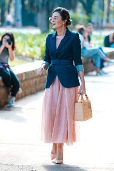 Nothing is classier than an executive woman dressed so sophistically for work. Here are 40 summer work outfits for executive women so you'll never be struck sweating and wondering what to wear in summers. Summer Business Casual Outfits, Summer Work Outfits, Business Outfits, Business Attire, Business Fashion, Business Formal, Outfit Summer, Casual Summer, Fall Outfits