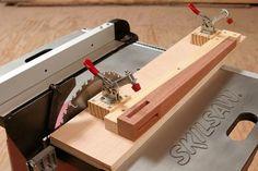 Ah! E se falando em madeira...: jig para corte inviesado de pernas