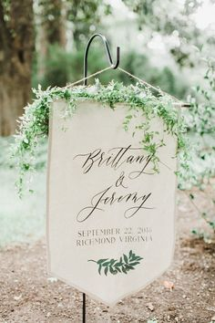 Linen Wedding Welcome Sign | This simple welcome banner is the perfect touch for an outdoor wedding ceremony that may need some extra signage to guide your wedding guests to the correct ceremony location! The live greenery decorating the top of the sign ties it in with the beautiful surrounding landscape. So in love with gorgeous mountain weddings!