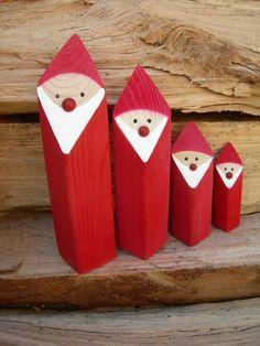 Niedliche Nikoläuse zum Aufstellen als Dekorationsobjekte für die Weihnachtsdeko . Die Nikoläuse sind von uns handgefertigt aus Fichteholz und in warmen weihnachtlichen Rot gefärbt. Durch den raffinierten Schrägschnitt bekommen sie...