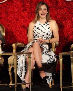 Emma Watson Legs, Emma Watson Images, Emma Watson Style, Emma Watson Beautiful, Emma Watson Sexiest, Great Smiles, Beautiful Celebrities, Beautiful Women, Beautiful Smile