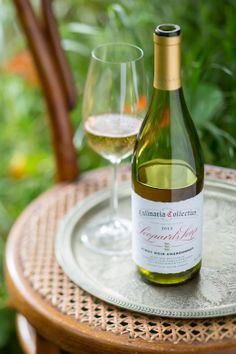 #LeopardsLeap #culinaria #wine #pinotnoir #chardonnay #styled #photography #winephotography Pinot Noir, White Wine, Wines, Alcoholic Drinks, Favorite Recipes, Bottle, Glass, Garden, Party