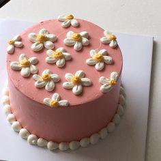 Pretty Birthday Cakes, Pretty Cakes, Cake Birthday, Birthday Cake Decorating, Simple Cake Decorating, Buttercream Cake Decorating, Birthday Sweets, Birtday Cake, Cake Decorating Designs
