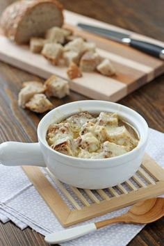Recipe for crockpot french onion soup. Let your crockpot do all the work for this classic soup with caramelized onions, crusty bread and plenty of cheese. Plus more crockpot ideas. Crock Pot Soup, Crock Pot Slow Cooker, Crock Pot Cooking, Slow Cooker Recipes, Crockpot Recipes, Soup Recipes, Cooking Recipes, Copycat Recipes, Drink Recipes