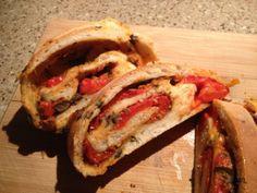 Stromboli, een italiaans opgerold brood met lekkere vulling. Gisteren heeft een vriend dit voor me gemaakt, erg lekker!