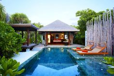 Maldives Luxury Resorts - Anantara Kihaavah Villas  #bmrtg #Maldives #anantarakihavah #indianocean #AsiaTravel #WorldTravelGuide #马尔代夫 #sunset #warrenjc #sunnysideoflife #maldivity #travel #traveling #vacation #dive #surfing #adventureculture #instagood #india #holiday #lagoon #beach #instapassport #instatraveling #mytravelgram #travelgram #igtravel #CrystalClearWater #LonelyPlant #adventure