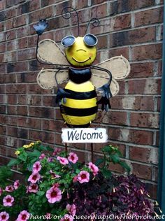 3 Adorable Bee-Themed Wreaths for Spring – Between Naps on the Porch Bee Crafts, Garden Crafts, Diy And Crafts, Bumble Bee Decorations, Diy Plastic Bottle, I Love Bees, Bee Party, Bee Jewelry, Bee Theme