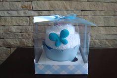 Não poderiam faltar em nosso Ateliê o cupcake feito em toalha de mão (lavabo). A cor da toalha pode escolher. Decorado com borboleta em tecido e sabonete formato flor. Vai na embalagem de cupcake e acompanha tag com o nome na compra acima de 20 unidades. R$ 9,90