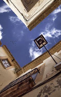 Street angles.f4.5; 1/500s; ISO 100; FL16mm. Juan...