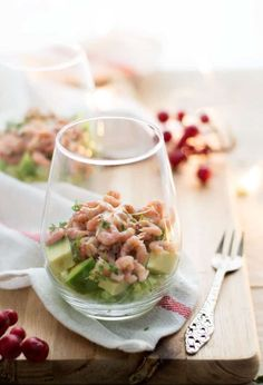 A classic christmas entree a shrimp cocktail with a delicious twist. Mini Appetizers, Appetizer Salads, Diner Recipes, Seafood Recipes, Christmas Entrees, Buffet, Sandwiches, Salsa, Fish Dishes