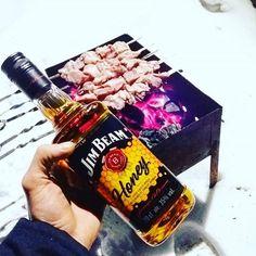 Начинаем Отмечать Пятницу🐽🍻🍺🍴.И с нами мясо и конечно же вискарик😆🤗😈#пятница#отдыхаемхорошо#бухаем#вхлам#шашлык#москва#близкие#отрыв#like#drink#like4like#likeforlike#instalike#instagood#loveis#каеф