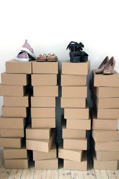 Skokasser til opbevaring af tøj på hemsen. Evt med billede