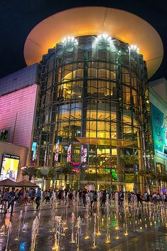 Siam Paragon is a shopping mall in Bangkok, Thailand. It is one of the biggest shopping centres in Asia. Siam Paragon is an immensely popular shopping mall housing a host of international high-end fashion brands. http://www.classified-thailand.com/