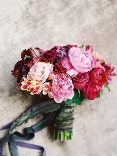 Dramatic pink and red wedding bouquet @weddingchicks
