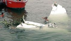 Um avião despenhou-se hoje em Paraty, litoral do Rio de Janeiro, com quatro ocupantes a bordo e na lista de passageiros figura o juiz Teori Zavascki, noticiou o jornal Folha de S. Paulo.