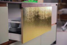 Design_Patchwork St.  Linoleum auf Multiplex mit Griffleisten aus Nussholz massiv Home Upgrades, Bathroom Medicine Cabinet, Hacks, Scrappy Quilts, Wardrobe Design, Ikea Kitchen, Workbench Top, Upcycled Crafts, Timber Wood